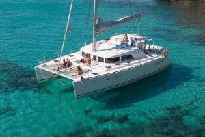 catamaran en l'Atmetlla de mar